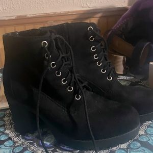 Women size 8.5 heeled boots